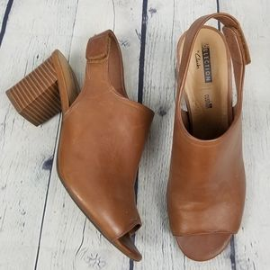 CLARKS | Deva Jayleen leather stacked heel shoes